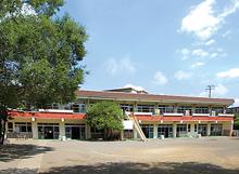 美浜幼稚園の園庭と園舎